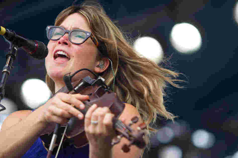 While the former Nickel Creek fiddler shows her pop side more these days, Sara Watkins took center stage with a bit of grit and darkness, too. She was joined by Jackson Browne and Charity Rose Thielen of The Head And The Heart during her set.
