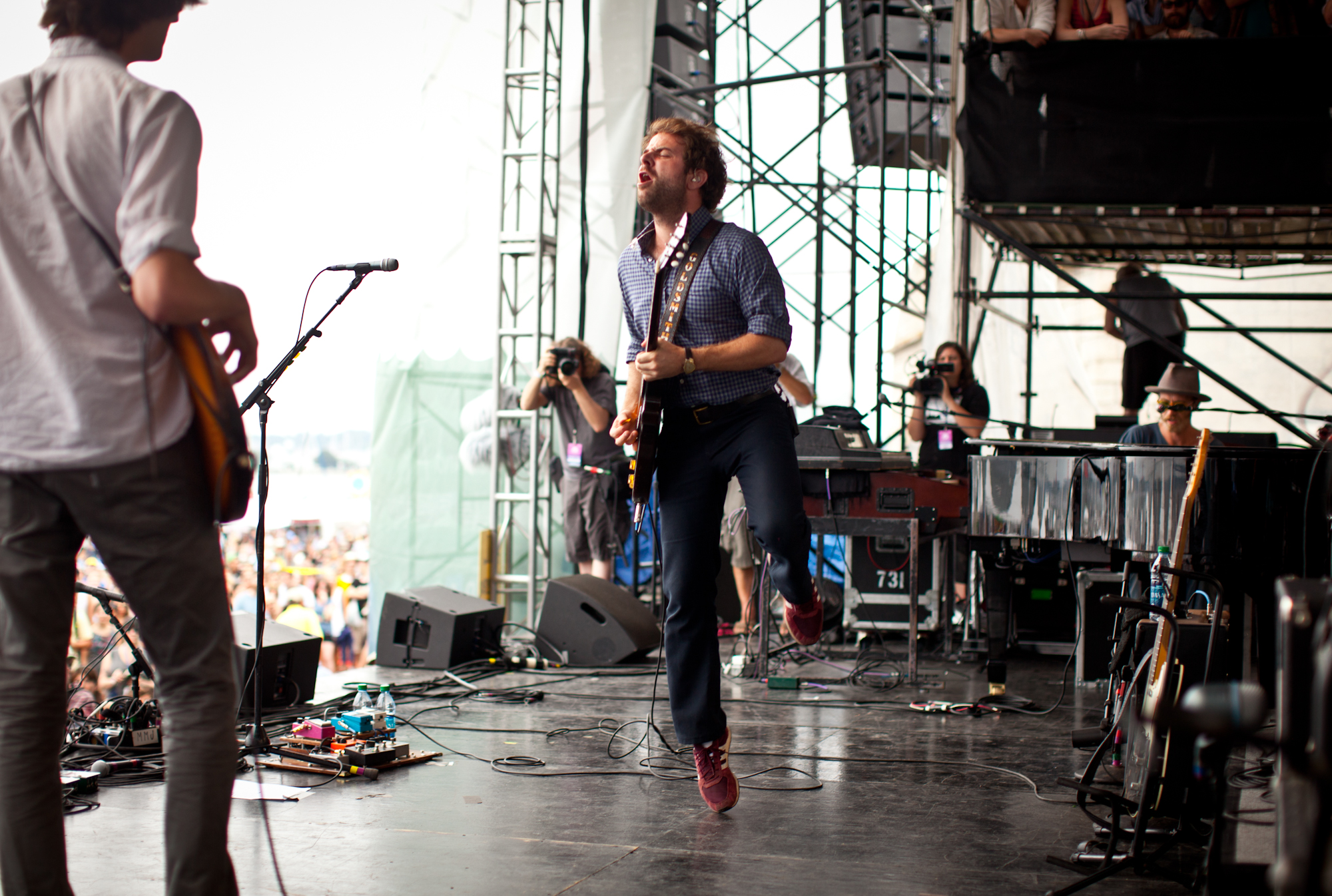 Taylor Goldsmith of Dawes on his tippy-toes at the Fort Stage.