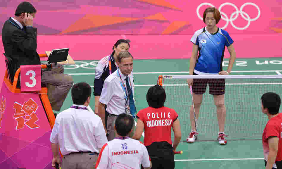 BWF Referee Torsten Berg, center, urges Indonesia's Greysia Polii, center, and Meilana Jauhari, bottom right, and South Korea's Ha Jung Eun, back right, to play fairly in their women's doubles badminton match during the London 2012 Olympic Games in London on Tuesday.