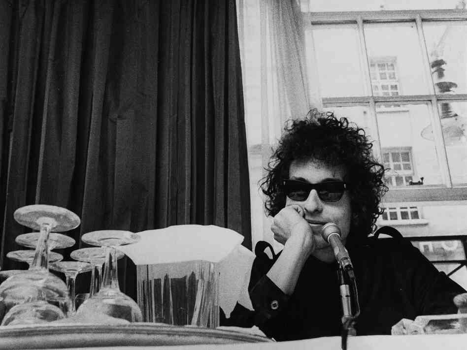 Bob Dylan at a press conference at the Savoy Hotel in London in 1966.