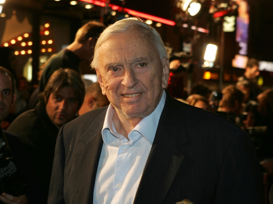 Gore Vidal arrives at the premiere of Alexander at Grauman's Chinese Theater in Hollywood, Calif., on Nov. 16, 2004. (Getty Images)