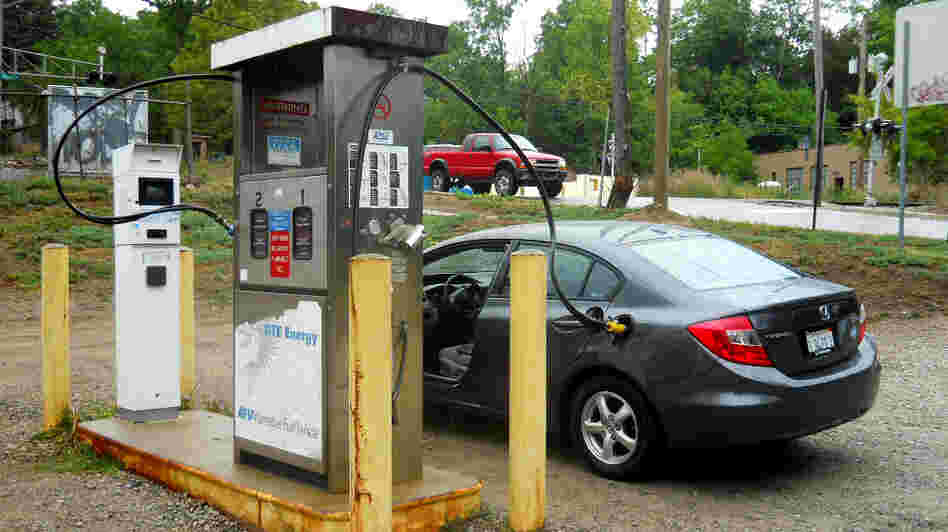 Honda's CNG Civic is the only natural gas-fueled sedan currently available in the United States. With so few CNG passenger cars on the road, pumping stations are few and far between.