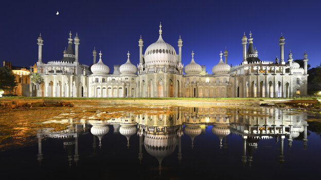 The famous Brighton Pavilion by night.