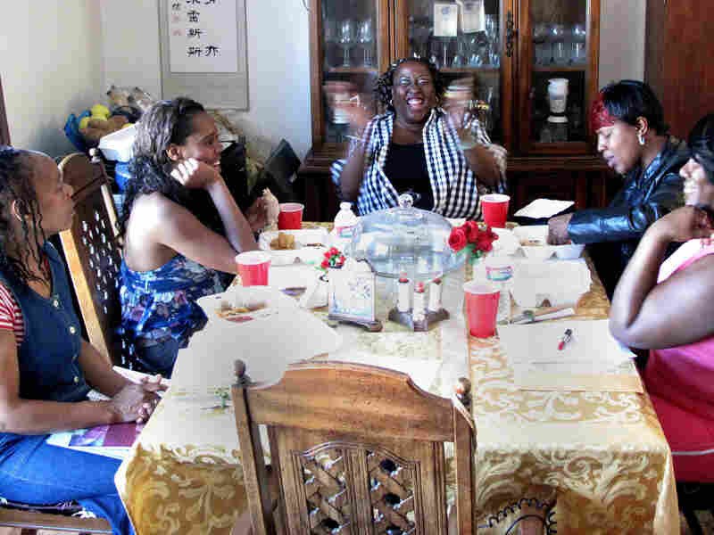 Support group members Pamela Travis (from left), Dominique Martin, Yovanda Dixon, Shanna Chaney and Ramona Shewl hold a meeting as part of the Family Independence Initiative. The Oakland nonprofit encourages low-income families to form small groups to help each other get ahead.