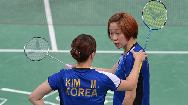 South Korea's Kim Min Jung (left) and Ha Jung Eun were among the players disqualified for not trying hard enough. (AFP/Getty Images)
