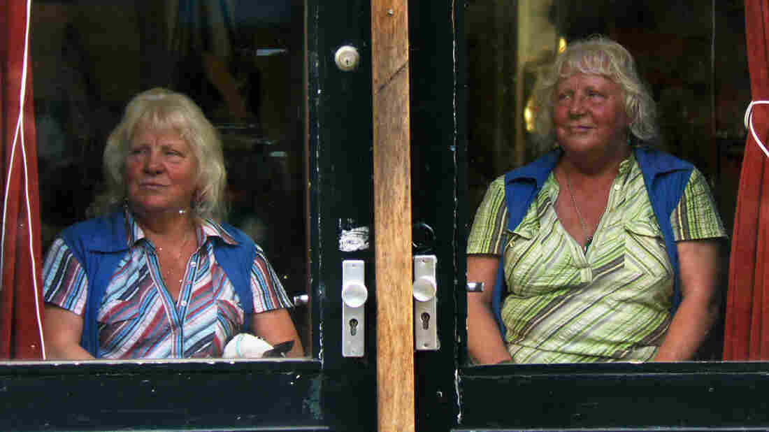 Meet the Fokkens follows Louise and Martine Fokkens, identical twins who have worked as prostitutes in Amsterdam for more than 50 years. Martine still works today, wh