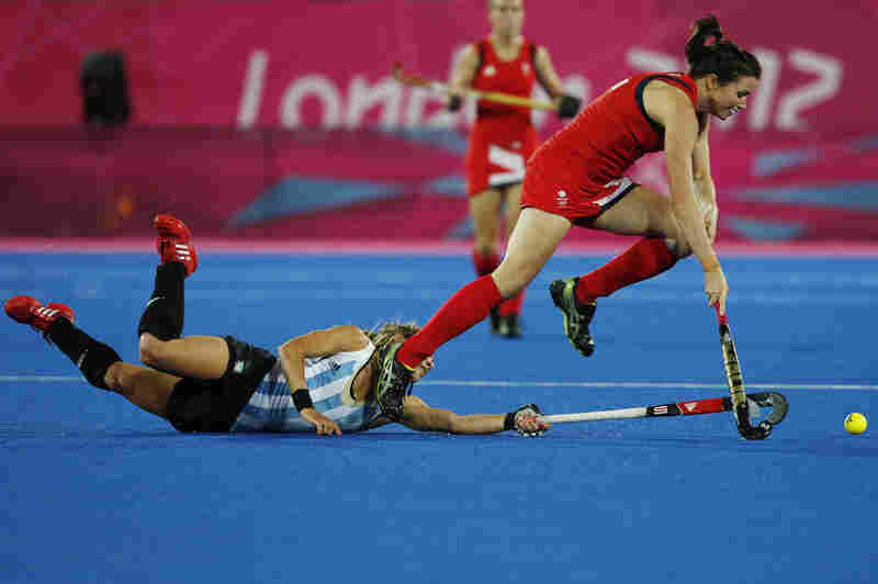 Britain's Anne Panter (right) and Argentina's Macarena Rodriguez Perez vie for the ball during a women's hockey semifinal match.