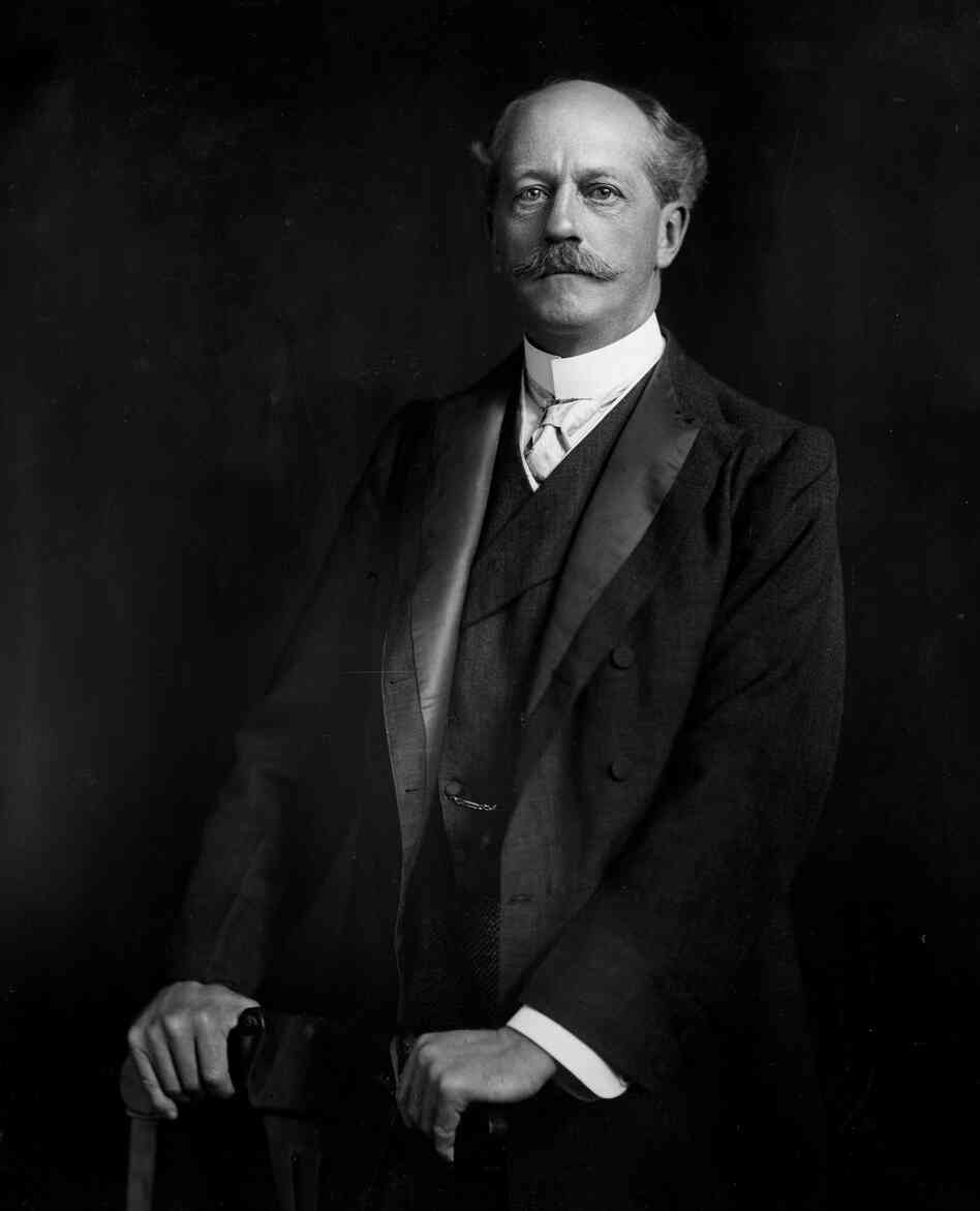 a biography of percival lowell Percival lowell was born into an aristocratic boston family, studied mathematics  at harvard, and made a fortune in business after traveling for ten years to the.