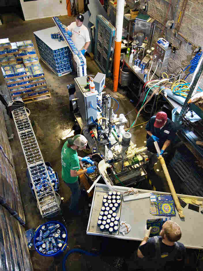 Microbrewery Boulder Beer uses Mobile Canning's equipment to pack its brews.