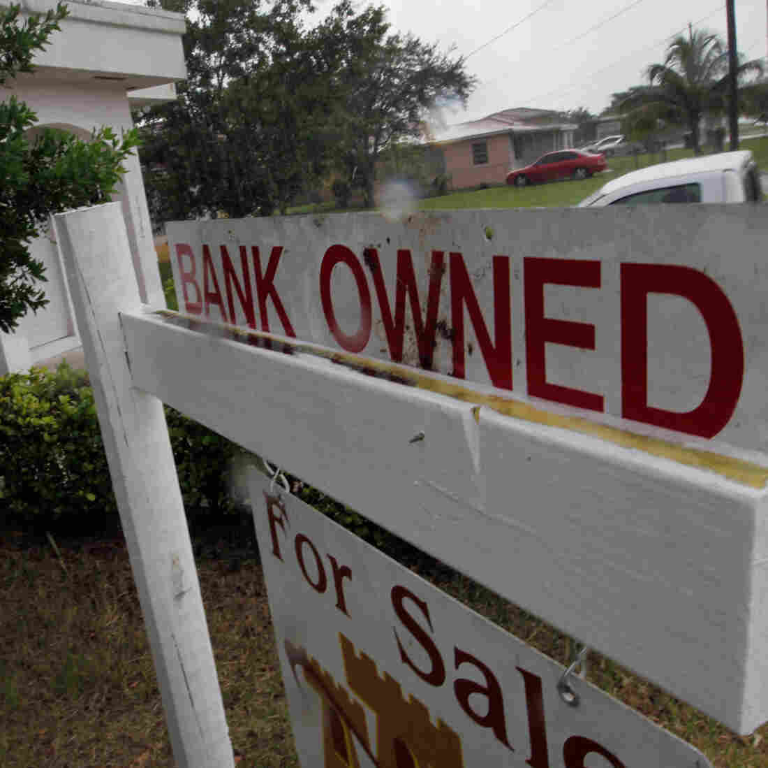Consumer Bureau Moves To Make Mortgages Clearer, Foreclosures Fewer