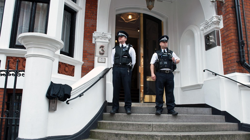 Metropolitan Police Officers outside the main door of the Ecuadorian embassy in London. WikiLeaks founder Julian Assange is inside. (AFP/Getty Images)
