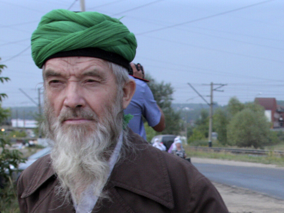 "Self-proclaimed ""messenger of God"" Faizrakhman Satarov approaches the Kazan house earlier this month. The sect's founder says he had a revelation from God that true Muslims must separate themselves from society. (AP)"