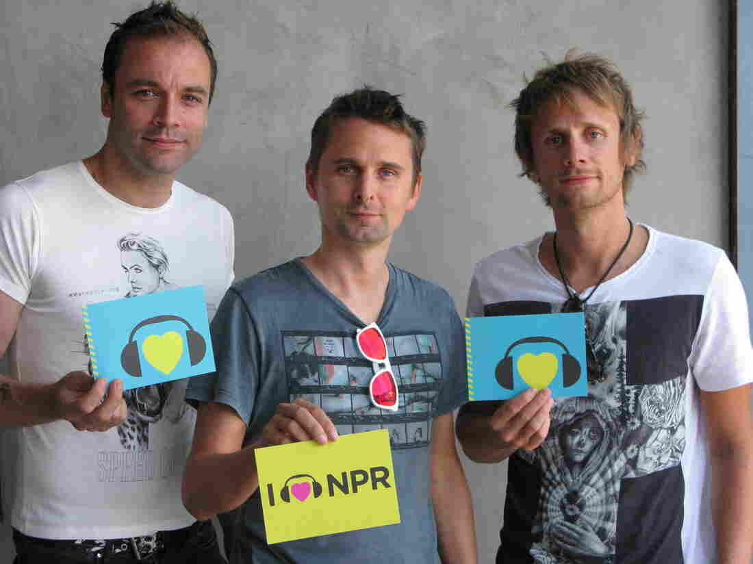 (l to r) Chris Wolstenholme, Matthew Bellamy and Dominic Howard