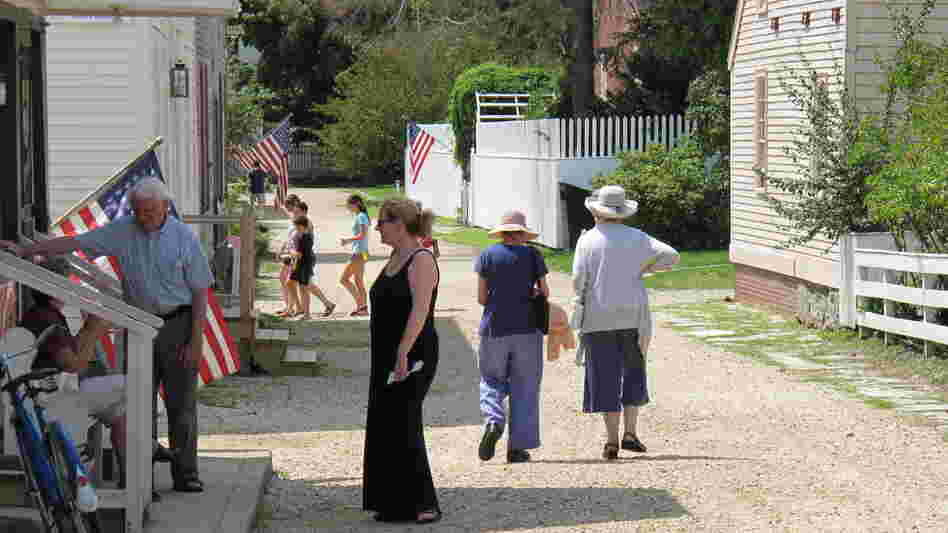 As a living history museum, Strawbery Banke allows visitors to tour historic buildings constructed between 1695 and 1954.