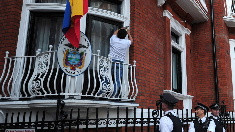 Police stand by near a balcony of the Ecuadorian embassy in London on Sunday. (AFP/Getty)