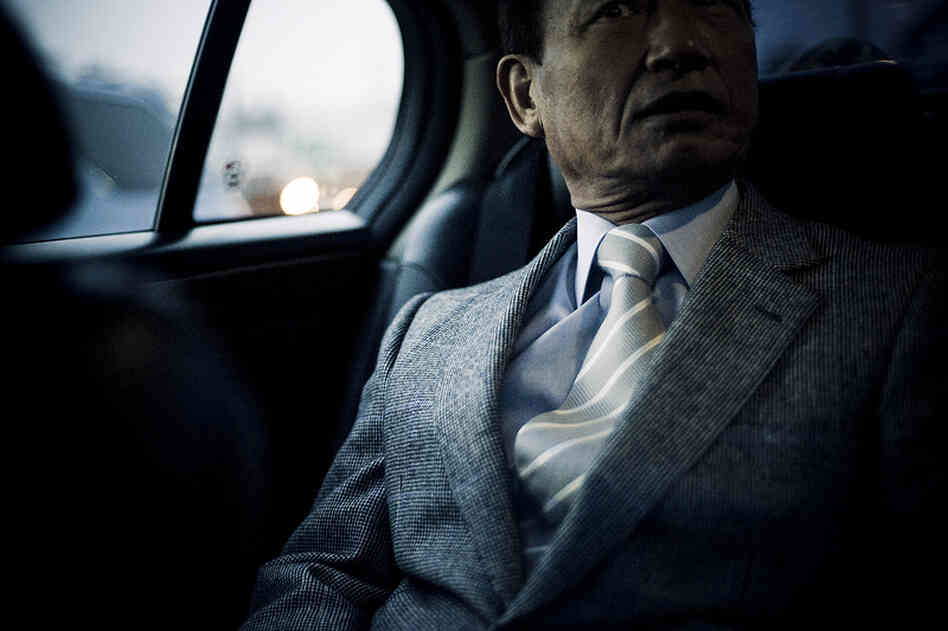 Photographs by Anton Kusters give a general impression of the yakuza lifestyle.