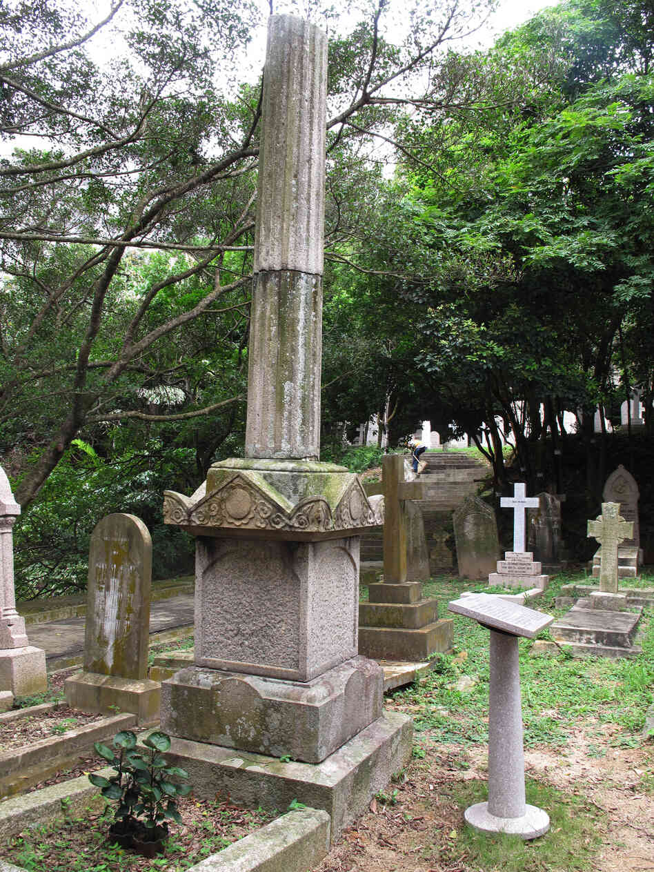 This lopped-off pillar was raised to the memory of Yeung Ku-wan. The revolutionary had already helped organize two failed uprisings to overthrow the last dynasty of China, the Qing, one of which cost the lives of 48 men, when he was murdered in 1901. His tombstone was left uninscribed, for fear of desecration and heightening tensions with the Chinese.