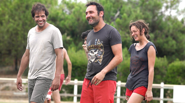 Friends Antoine (Laurent Lafitte), Eric (Gilles Lellouche) and Marie (Marion Cotillard) are among the troubled group that makes an annual retrea