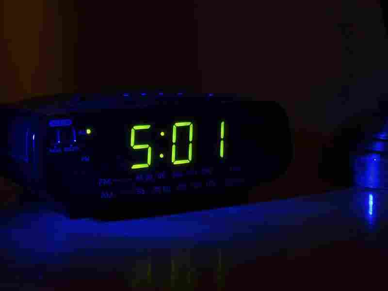 If you're having trouble sleeping, researchers say you should resist the urge to keep checking the time.