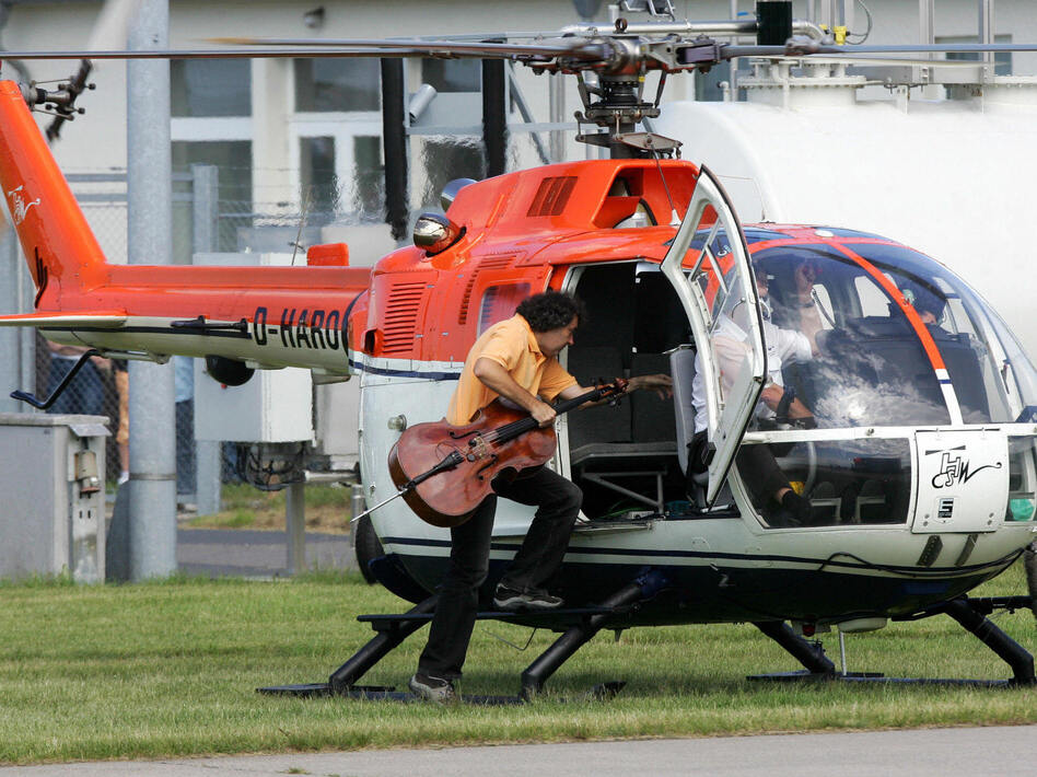 Cellist Karl Huros alights a helicopter for his 2007 performance in Stockhausen's <em>Helicopter Quartet</em>, taken from his opera cycle <em>Light</em>.