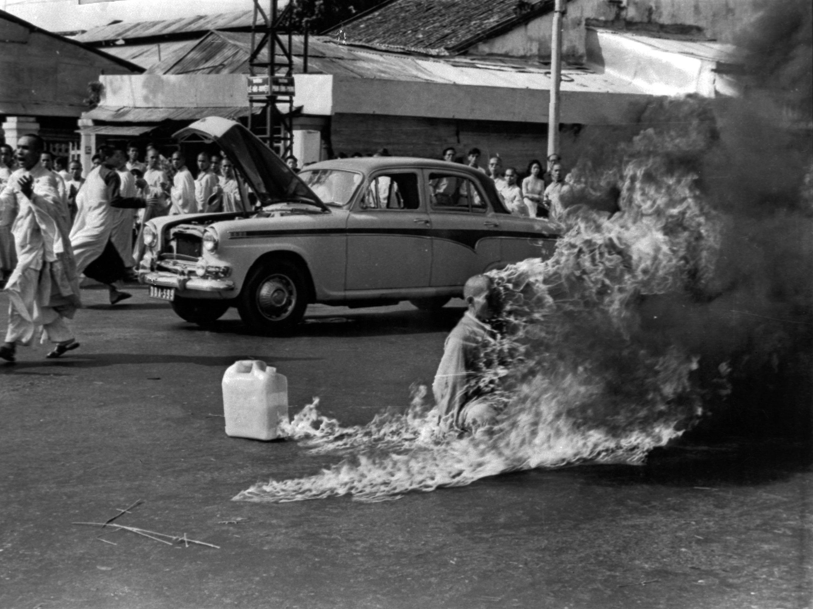 the self immolation of thich quang In 1963, american journalist malcom browne's photograph of the self-immolation  of veteran vietnamese monk, thích quảng đức, on a saigon street sent a.
