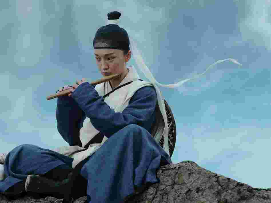 Flute-toting warrior Jade (Zhou Xun) is tasked with protecting a pregnant palace maid, just one of the many characters converging on the Dragon Gate Inn.