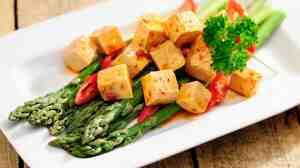 Asparagus and tofu
