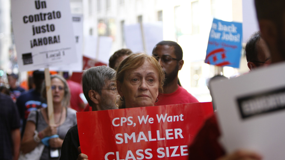 Chicago Teachers Union members picket on Aug. 22 in Chicago. (AP)