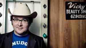 "Nashville singer-songwriter Derek Hoke describes his crowd-pleasing music as ""quietbilly."""