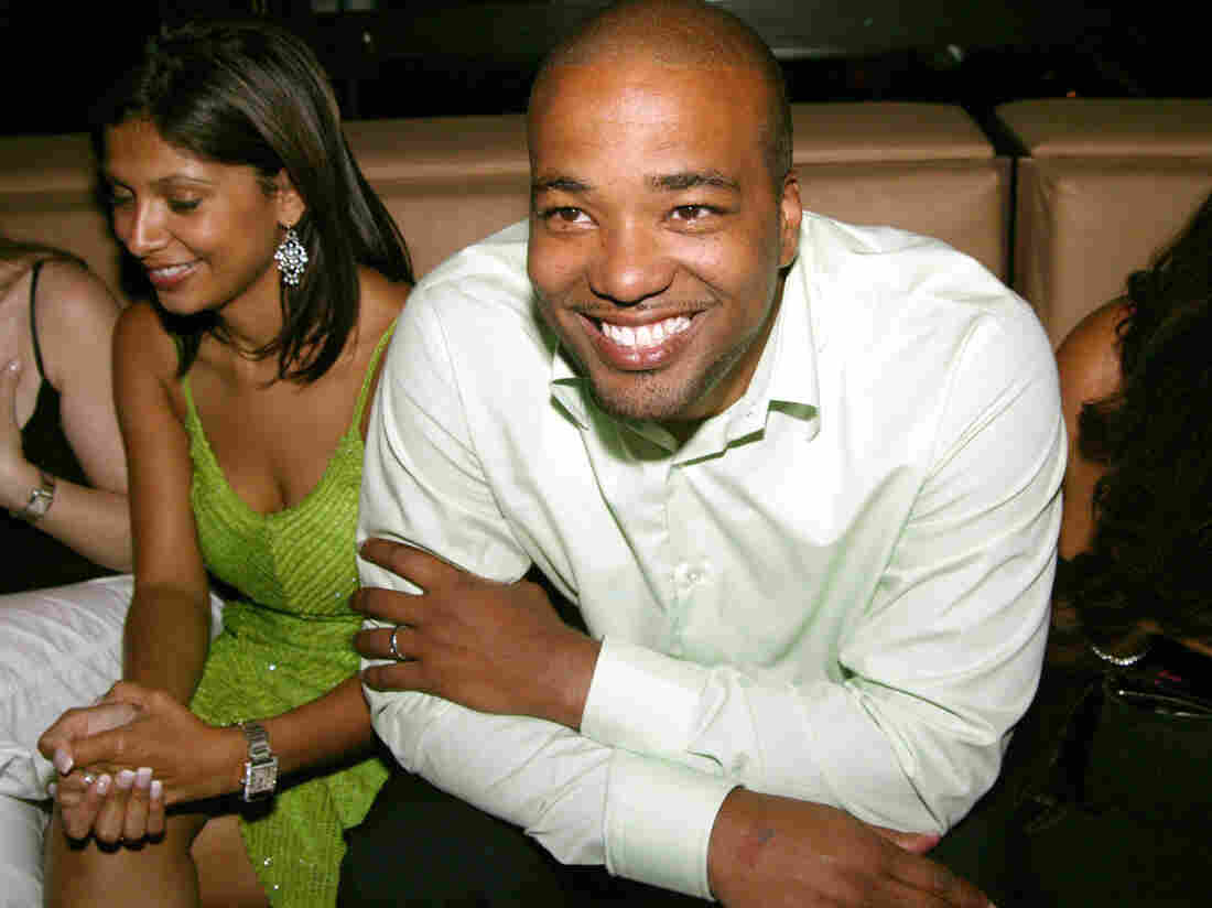 Chris Lighty with party guests in 2004.
