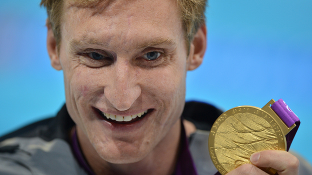 U.S. swimmer Bradley Snyder poses with his gold medal after winning the men's 100m freestyle - S11 final at the London 2012 Paralympic Games. (AFP/Getty Images)