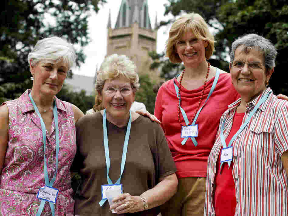 Caroline Sink (from left), Liz McKeithen, Mary Edith Alexander and Sue Collins were handing out lemonade and cookies in front of the First Presbyterian Church.