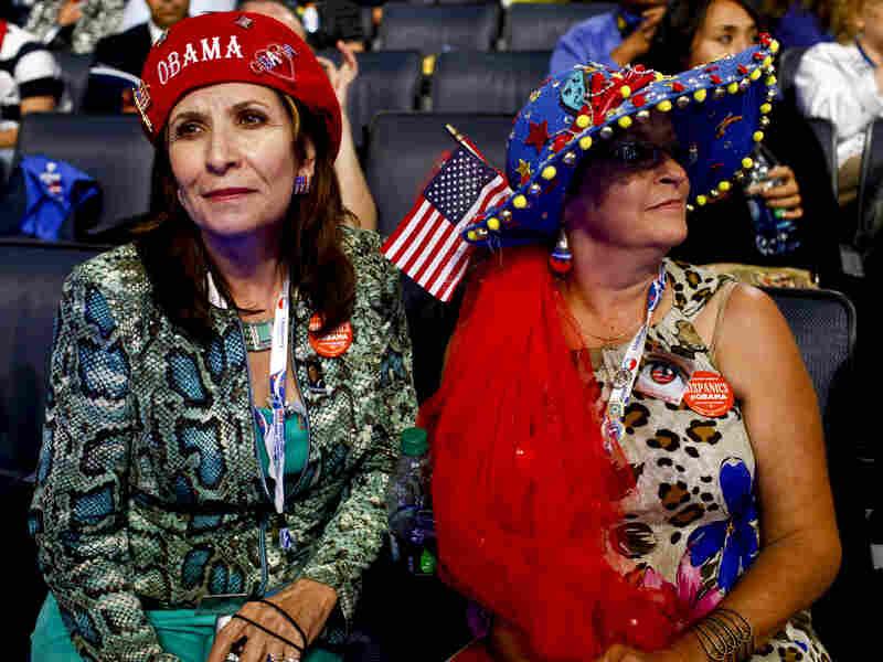New Mexico delegates Priscilla Chavez (left) and Carla Arellanes.