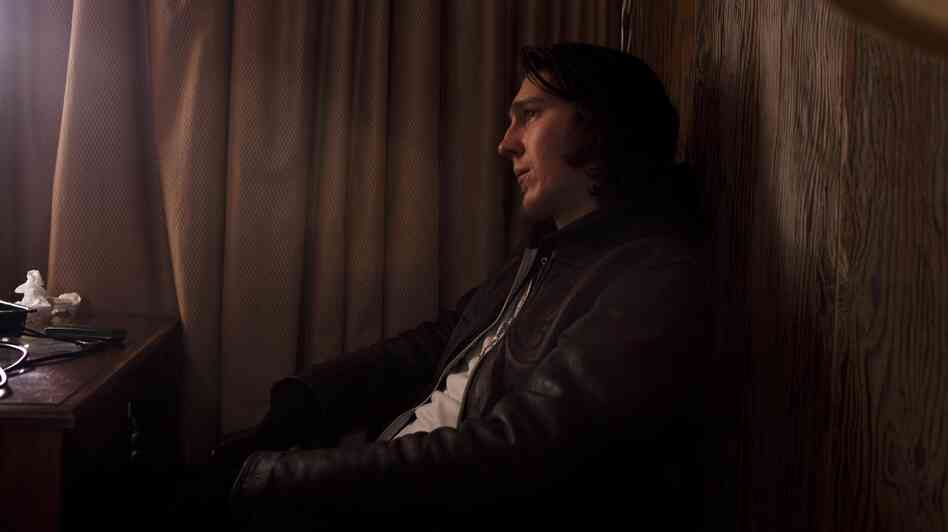 Joby (Paul Dano) is increasingly detached from the rest of humanity as he travels to sign divorce papers with his soon-to-be-ex-wife.