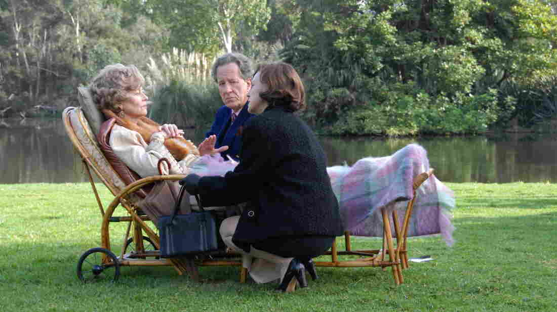 Son Basil (Geoffrey Rush) and daughter Dorothy (Judy Davis) tend to fading yet still viciously vital matriarch Elizabeth Hunter (Charlotte Rampling).