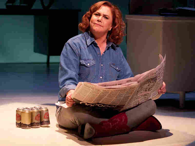 Kathleen Turner stars as Molly Ivins in Red Hot Patriot.