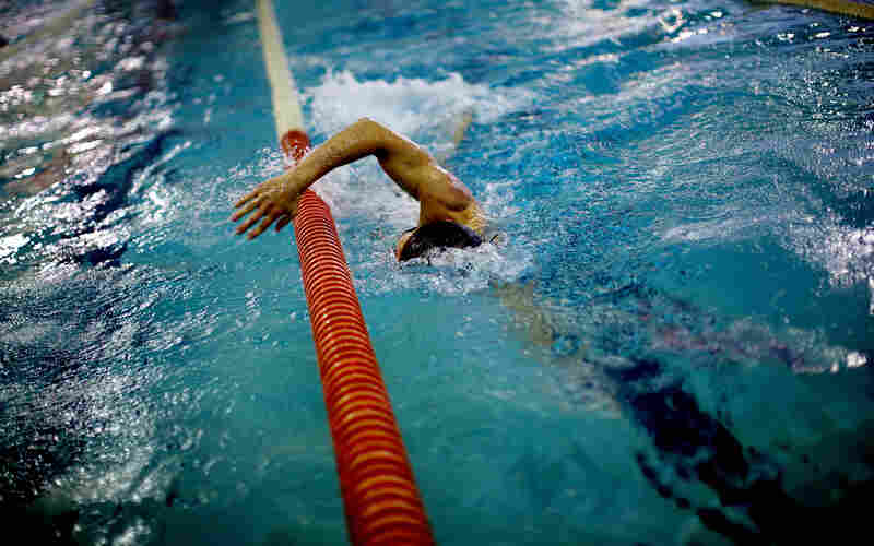 Snyder uses the lane dividers to position himself in the pool and stay on the fastest course possible.