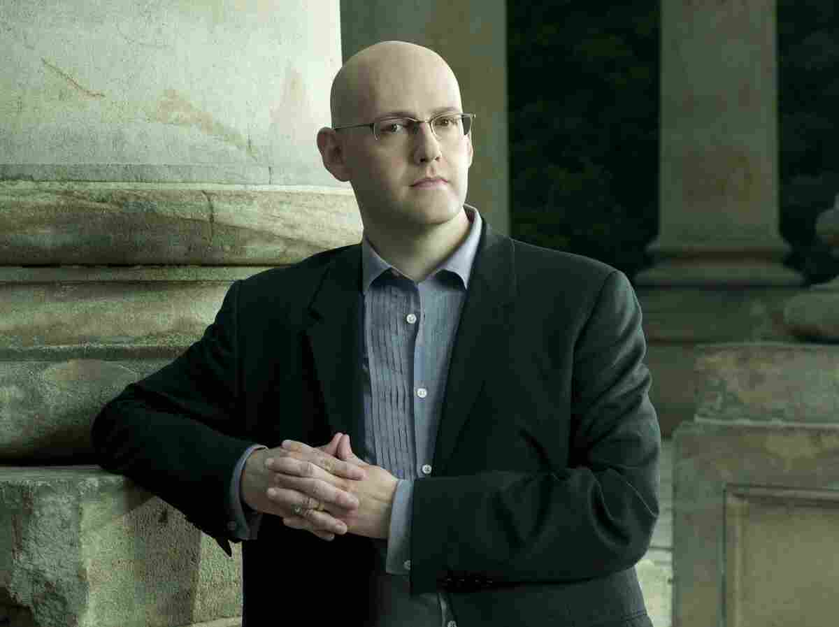 Best-selling author Brad Meltzer is our judge for Round 9 of Three-Minute Fiction. His books include The Inner Circle, The Book of Fate and The Millionaires. His latest book, The Fifth Assassin, is due out in January.