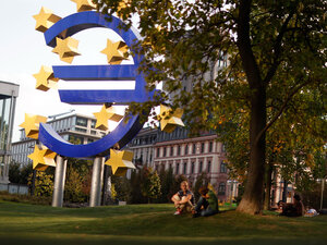 The symbol of the European common currency, the Euro stands next to the headquarters of the European Central Bank (ECB) on September 27, 2011 in Frankfurt am Main, Germany.