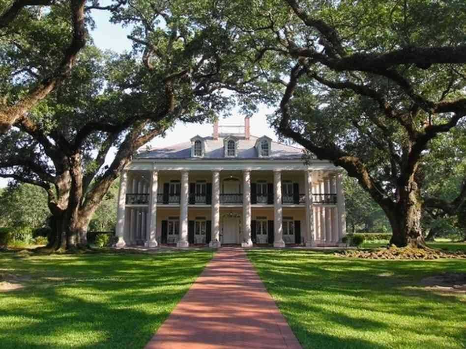 In 2004, novelist Attica Locke attended the wedding of an interracial couple at Oak Alley Plantation in Vacherie, La. It was there that she became inspired to write her new work of fiction, The Cutting Season.