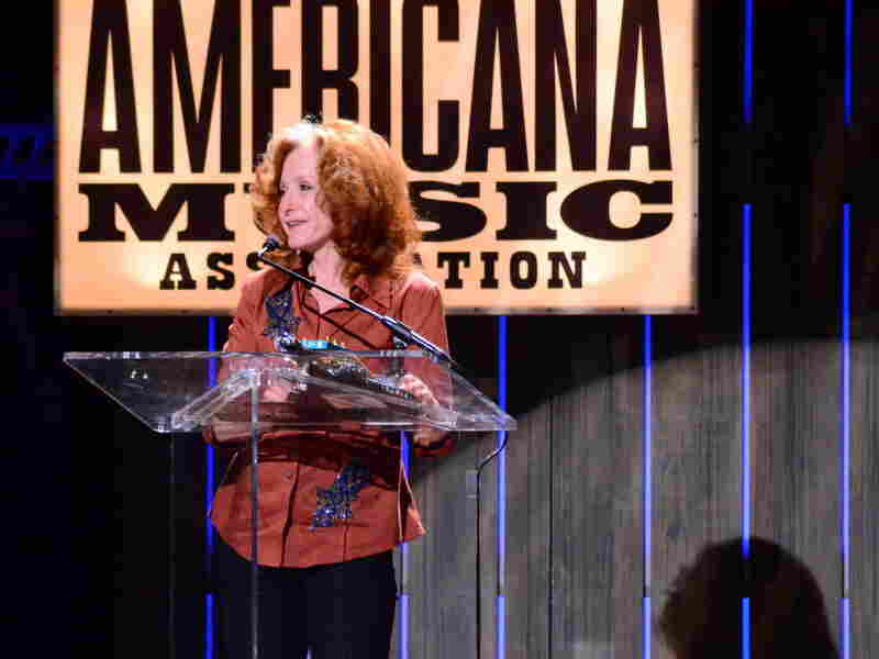Bonnie Raitt accepts her Lifetime Achievement Award.