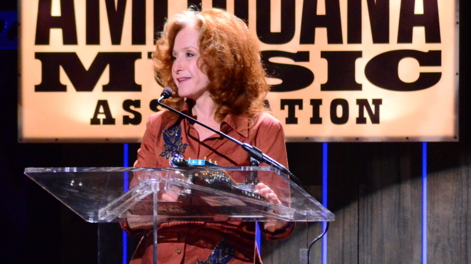 Bonnie Raitt accepts her Lifetime Achievement Award. (Folk Alley)