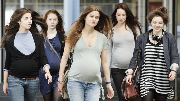 Inspired by events in Gloucester, Mass., 17 Girls focuses on a gaggle of French high schoolers who make a pregnancy pact — in large part to exercise control over their lives.