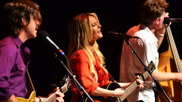 Elizabeth Cook performs on Mountain Stage.