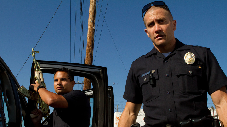 Officers Brian Taylor (Jake Gyllenhaal) and Mike Zavala (Michael Peña) become the targets of a drug cartel in <em>End of Watch</em>.