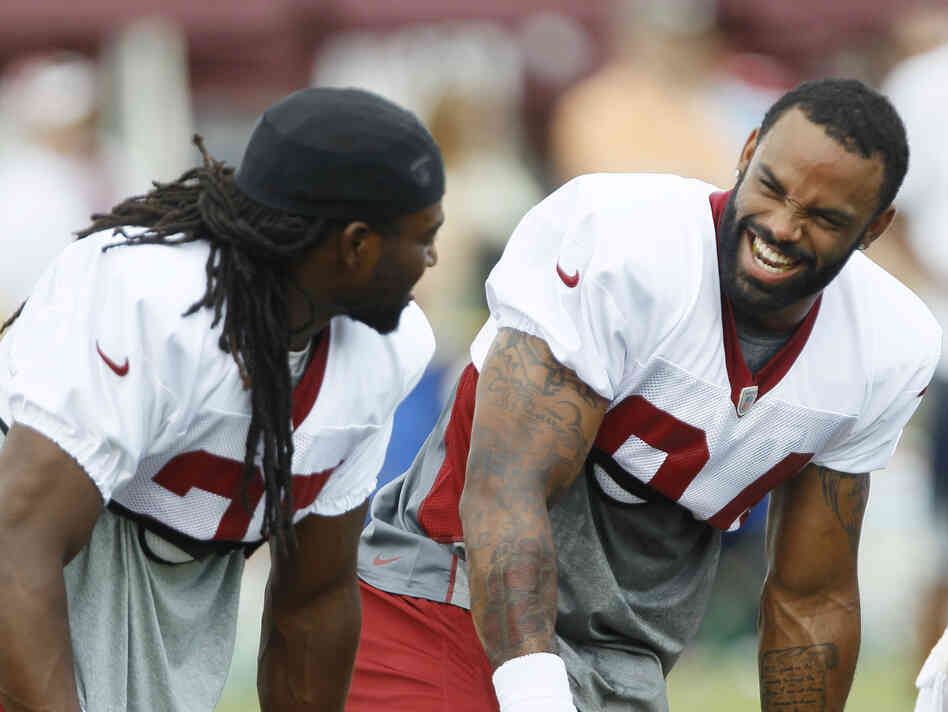 Niles Paul (right) at a Redskins practice with then-teammate Tim Hightower, before the juice-stealing incidents came to light.