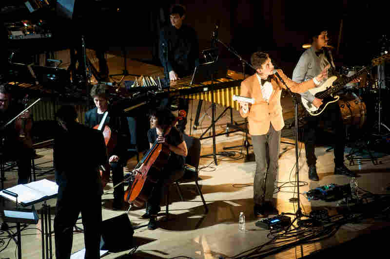 The performance marked the American premiere of music from the band's new album Piramida.