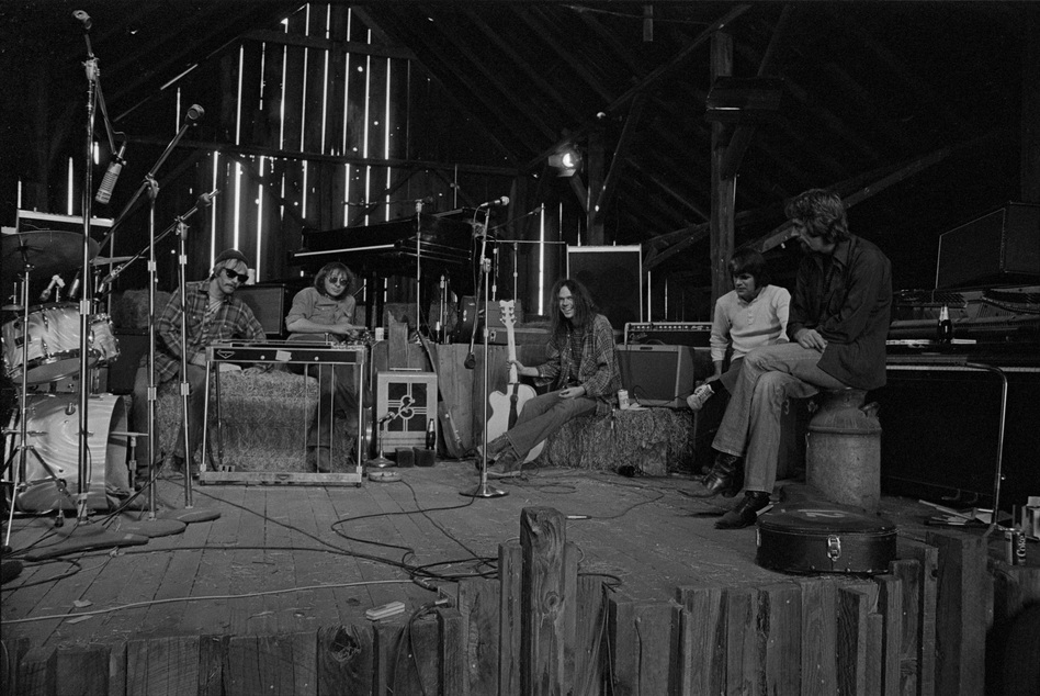 With the Stray Gators in the barn at Broken Arrow Ranch, 1971. Left to right: Tim Drummond, Jack Nitzsche, Neil Young, Kenny Buttrey, Ben Keith. (© 1971 Joel Bernstein)