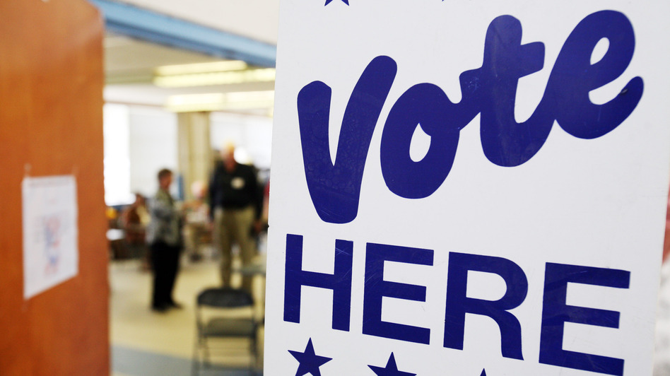 A sign directs voters to polls at a polling station on Nov. 4, 2008, in Shallotte, N.C. (Getty Images)