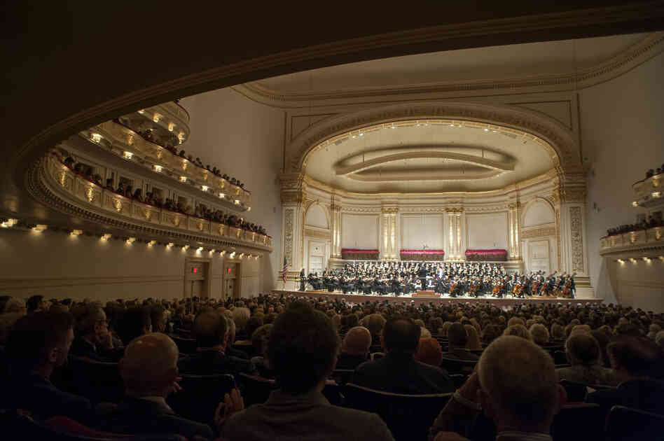 This was the first concert in Carnegie Hall's 2012-13 season, and was greeted with relief: little more than a week ago, the Chicago Symphony Orchestra's musicians were on strike in their home city.